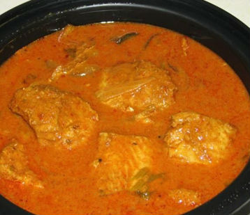 Fish curry with small onions and fried coconut
