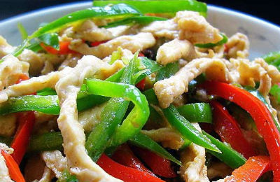 Shredded grilled chicken tossed with capsicums