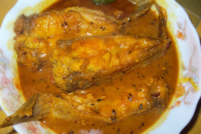 Ilish Macher Paturi (Bengali Hilsa Curry)