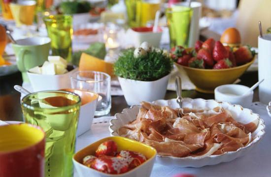 easter dinner lunch table - Make This Easter Memorable With Exotic Food!