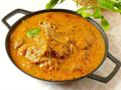 Braised lamb in aromatic gravy