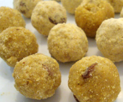 Pottukadalai Maladdu (Roasted Gram Laddu)