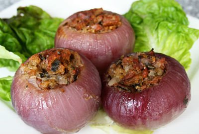 Stuffed Onions in Spicy Gravy
