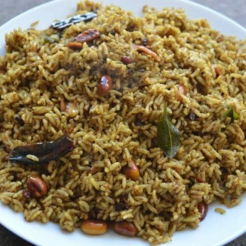 Puliyodharai (South Indian Tamarind Rice)