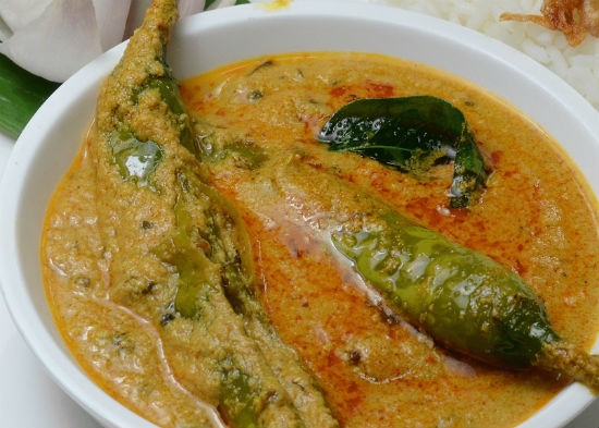 Hyderabadi Mirchi Ka Salan (Hyderabad Green Chilli Curry)