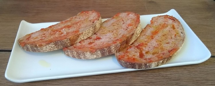 Catalan Bread with Tomato (Pa amb Tomaquet)