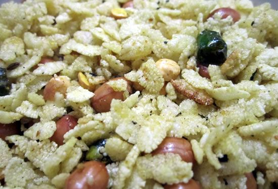 fried poha - Fried Poha (Fried Aval / Poha Chivda)