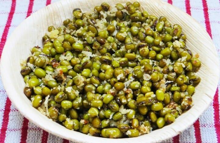 Green Gram Sweet Sundal (Pachai Payaru Vella Sundal)