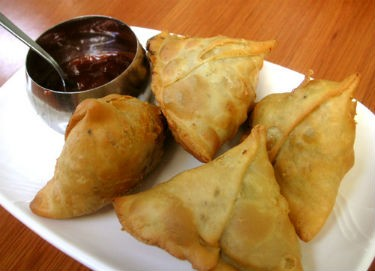 Samosas with Chutney - Garlic Kuzhambu
