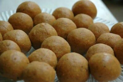 Kadalai Paruppu Ladoo (Besan Laddu)