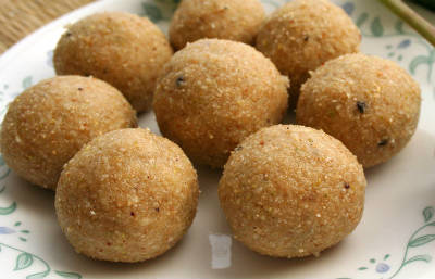 dates and dry fruit laddu