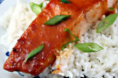 salmon sriracha sauce 380x250 - Salmon with Honey and Sriracha Sauce