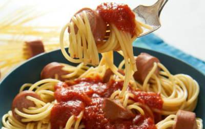 Spaghetti with Tomato and Hotdog