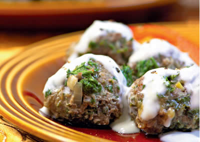 Meatballs in a Creamy Yogurt Sauce
