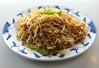 Stir-fried Noodles and Bean Sprouts