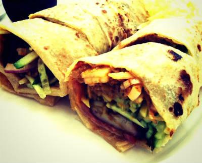 chicken roti roll - சிக்கன் ரொட்டி ரோல்