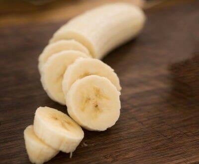 sliced bananas