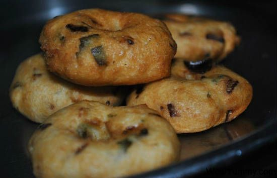 ulundu vadai - 25 Popular Navratri Vrat and Durga Puja Recipes