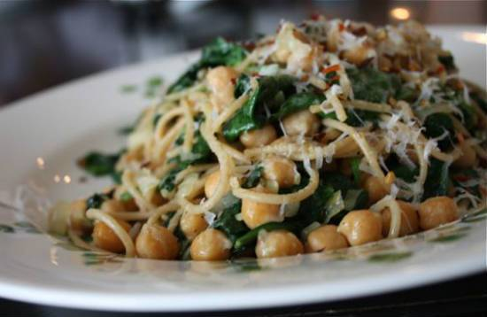 Chickpeas and Spinach Pasta