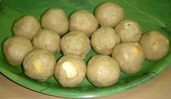 Corn Flour Laddu