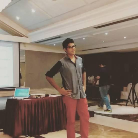 Shyam Renganathan performing at the #UrbanChennai Blogger's Meet