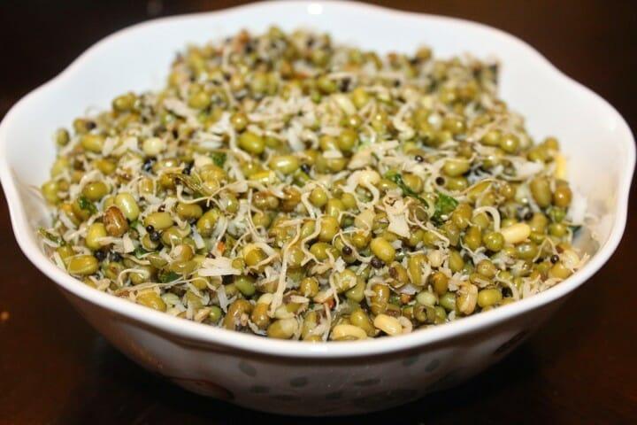 pachai payaru sundal - Sprouted Green Gram Sundal (Pachai Payaru Sundal)
