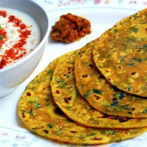 Methi Thepla with curd and pickle