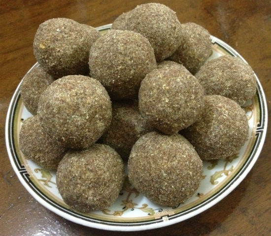 Roasted Gram and Ragi Laddu