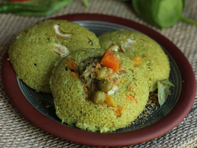 spinach rava idli - Keerai Rava Idli (Spinach Rava Idli)