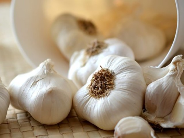 Garlic - 7 Foods That Could Prevent Cancer