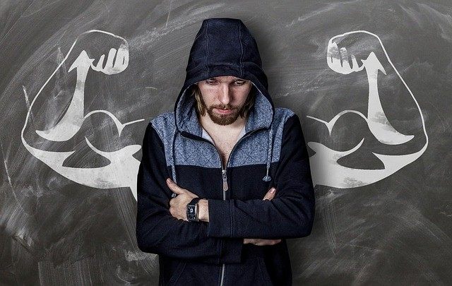 Man Building Muscles - What Should You Eat When Strength Training