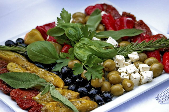 Olives_and_cheese_salad