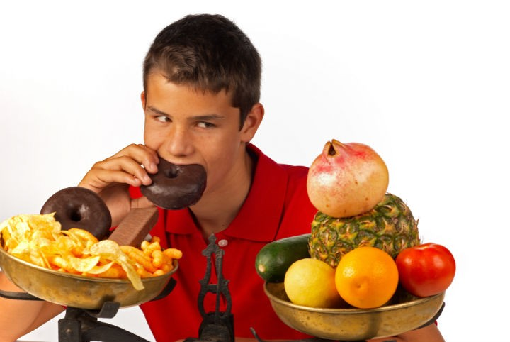 teenager eating junk food - A Teenager's Nutritional Needs