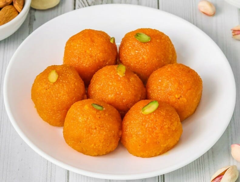laddu - 23 Must Have Diwali Sweets and Snacks