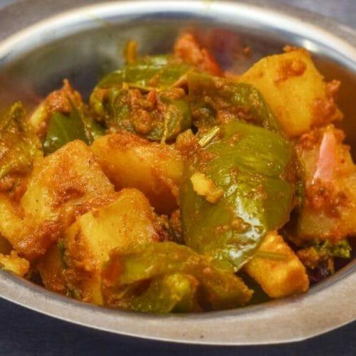 உருளைக்கிழங்கு குடை மிளகாய் கிரேவி / Potato Capsicum Gravy