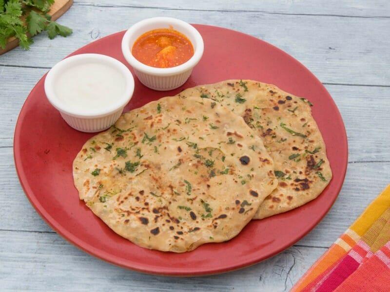 முள்ளங்கி பராத்தா தக்காளி ரைத்தா / Mullangi Paratha with Tomato Raita